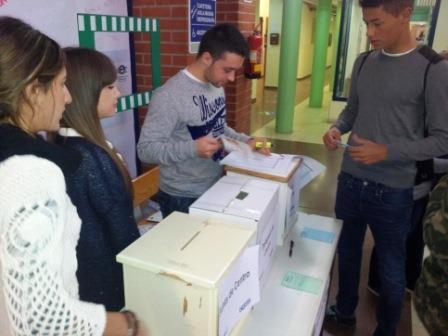 Los resultados electorales de mayo forzron a los partidos políticos a negociar y pactar