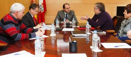 El Comité de Empresa de Sniace reunido con Nacho Diego.