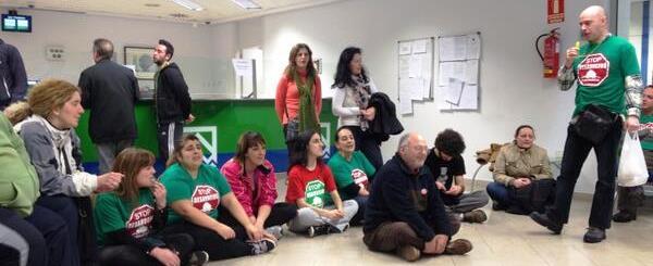 Activistas de la PAH en la ocupación de una oficina de Liberbank