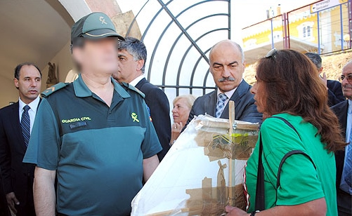 Fina, hace dos años en una protesta frente a Ignacio Diego que le costó una multa. Ya acumula cuatro y sigue dispuesta a no callarse.