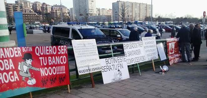 Protestas por los afectados de Valores Santander.