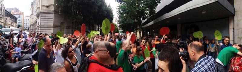 Amparo ha recibido el respaldo de vecinos y colectivos de Santander