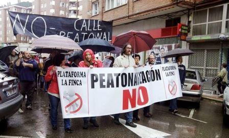 Manifestación contra la peatonalización de la zona (Foto: Plataforma La Finca)