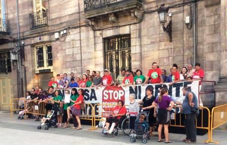 Protesta PAH de Torre ante la sede del Ayuntamiento