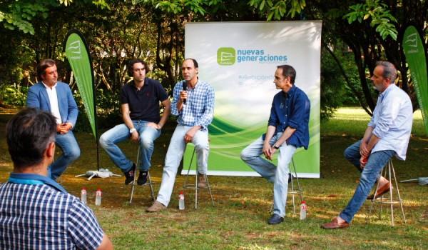 Soberón en un acto de Nuevas Generaciones con el presidente del partido, Ignacio Diego