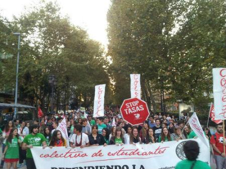 Los colectivos de estudiantes han sido los que más han hecho oír sus reivindicaciones en la marcha que ha tenido lugar esta tarde.
