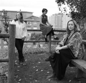 Maribel Fernández Garrido, Marisa Lavín y Sara Núñez dan voz a 'Tres Mujeres'.