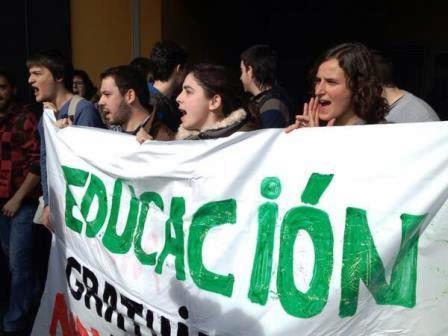 La Seguridad Privada la UC negó el acceso a los manifestantes crítica al evento público.