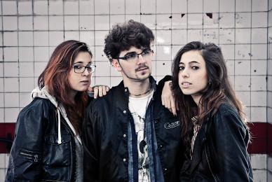 Repion está compuesto por Teresa Iñesta, Diego García y Marina Iñesta.