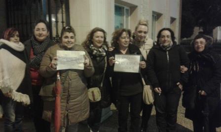 Activistas de la PAH muestran su apoyo a Amparo