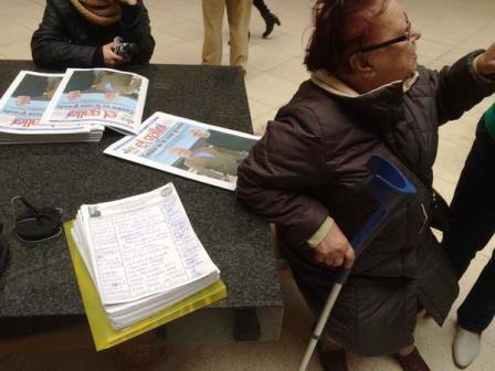 Amparo ha entregado las firmas en el Ayuntamiento de Santander