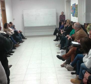 Reunión de la PAH y miembros de la plataforma de apoyo a Amparo Pérez