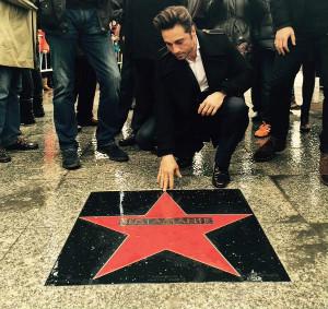 Foto que ha colgado el propio Bustamante en sus redes sociales, en el momento del descubierto de su estrella en el 'Paseo de la fama de Tetuán'.
