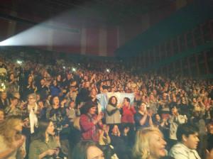 El público se puso en pie para aplaudir en varios momentos de la noche.