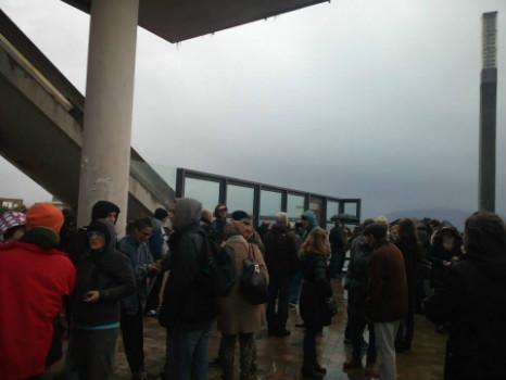 Alrededor de 100 personas han desafiado al viento y la lluvia para movilizarse por Prado San Roque y Río de la Pila