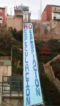 Simulación del funicular del Río de la Pila con una pancarta, difundida en redes sociales por la plataforma
