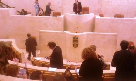 Los diputados abandonan el Parlamento. Muchos no saben si volverán después de mayo.