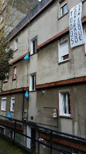 Pancarta de apoyo que han colocado los vecinos de la Calle An