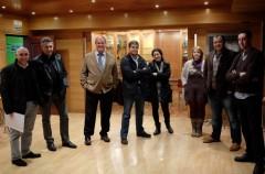 Miembros de la Comisión Mixta antes de su reunión de ayer,