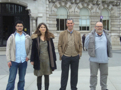 Sara Gómez y Miguel Saro (en medio) junto a más integrantes en Ganemos Junt@s Santander.