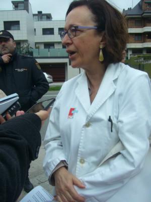 Mercedes Boix en una protesta de la Plataforma por lo Público y Sin Recortes en Valdecilla, donde trabaja