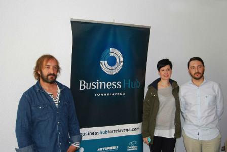 Mario Herreros, Iohana Ayala e Ignacio González en la presentación de la nueva edición del Wake Up Torrelavega.