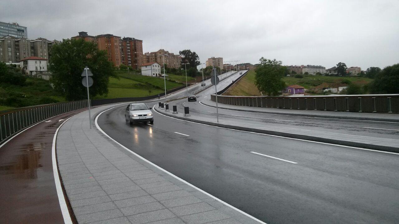 Ya circulan coches por el vial de Amparo
