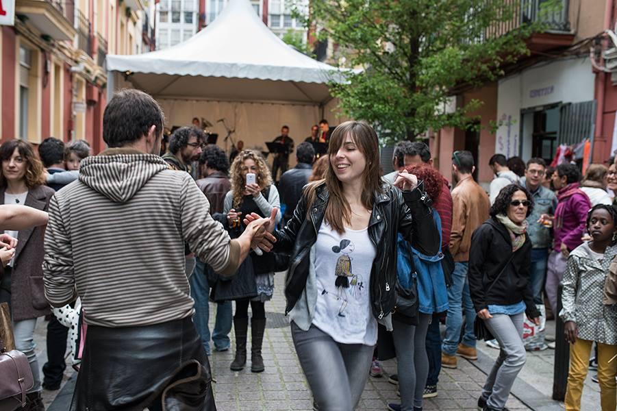 Fiesta de la Primavera en la calle del Sol (Foto: Javier Vila, de La Caverna de la Luz)