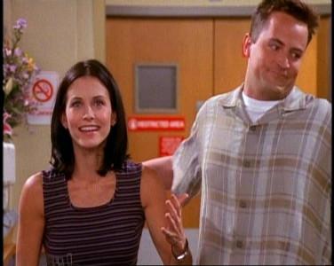 Mónica y Chandler se perdieron una película por no aclararse con los horarios, pero el amor aguantó. Es una prueba determinante para las relaciones.