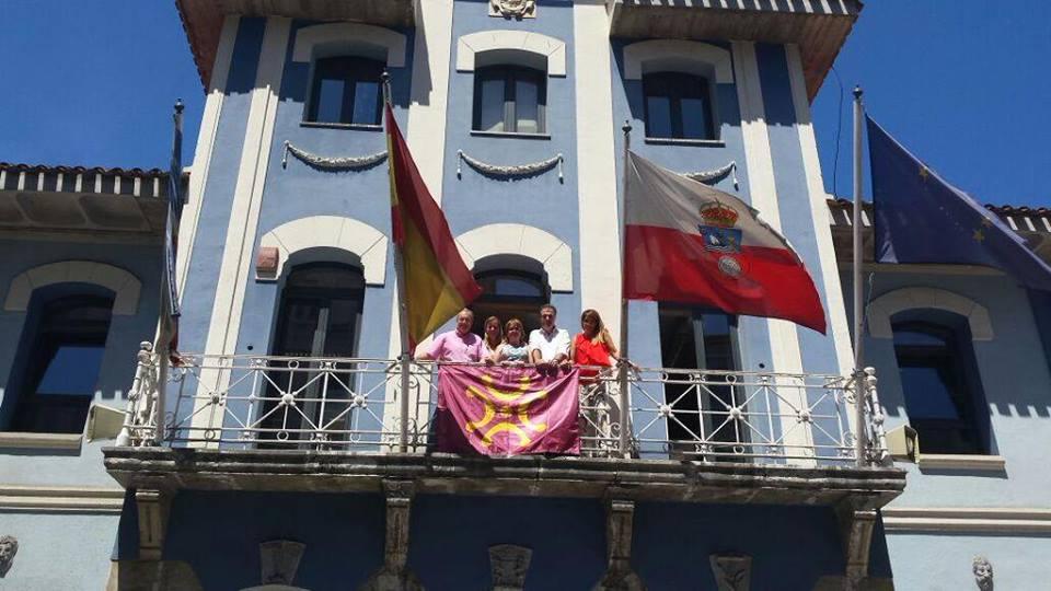 El Lábaro en el Ayuntamiento de El Astillero.