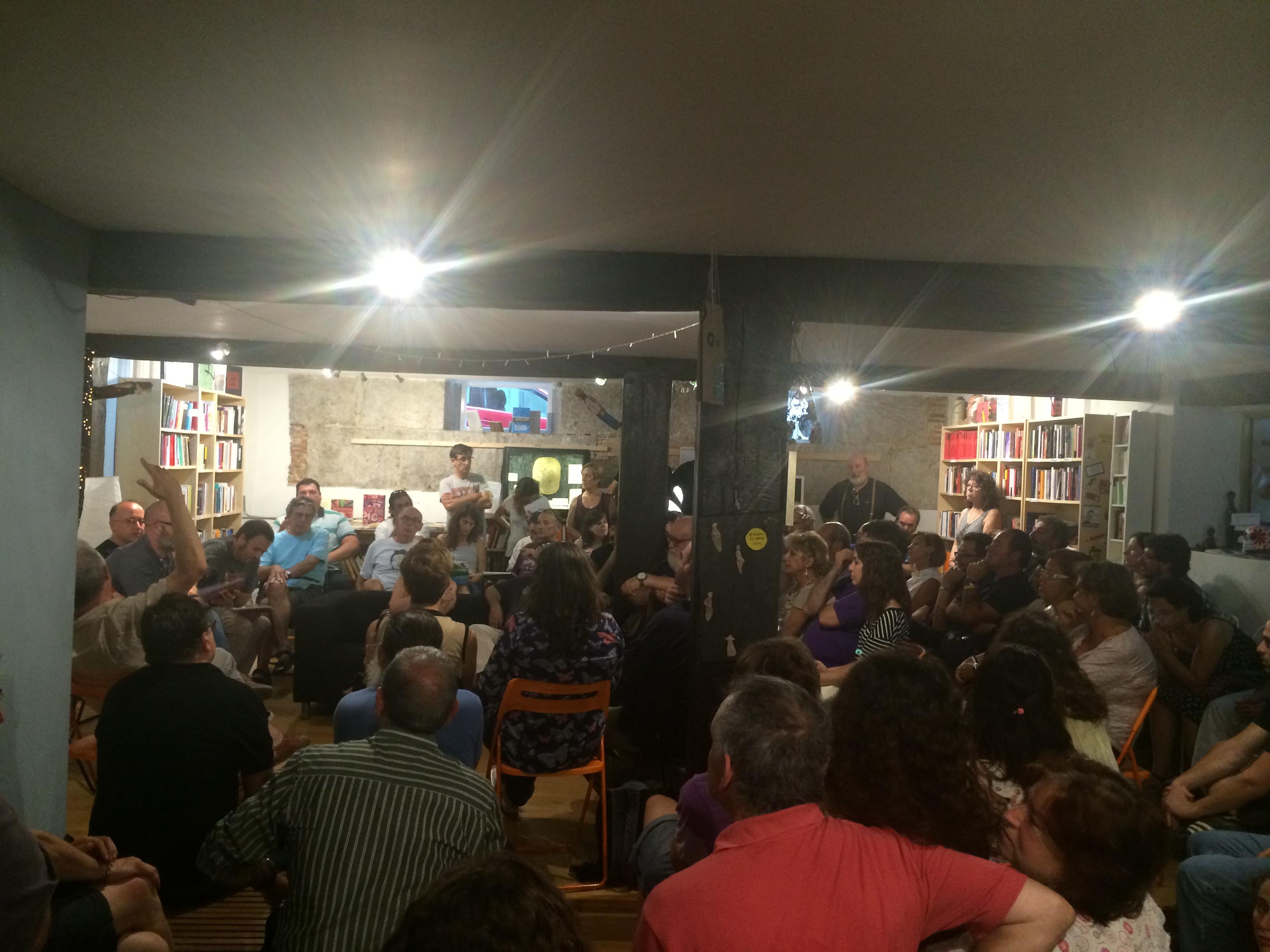 La librería 'La Vorágine' repleta de asistentes