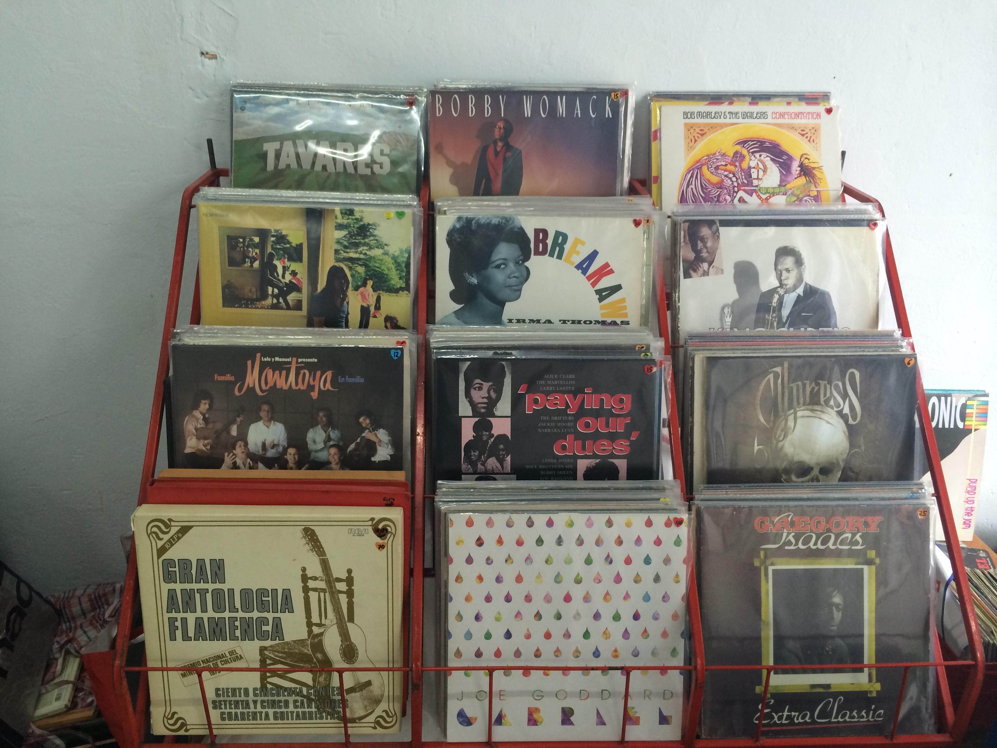 Algunos de los vinilos que están a la venta en la tienda 'Discos cucos'