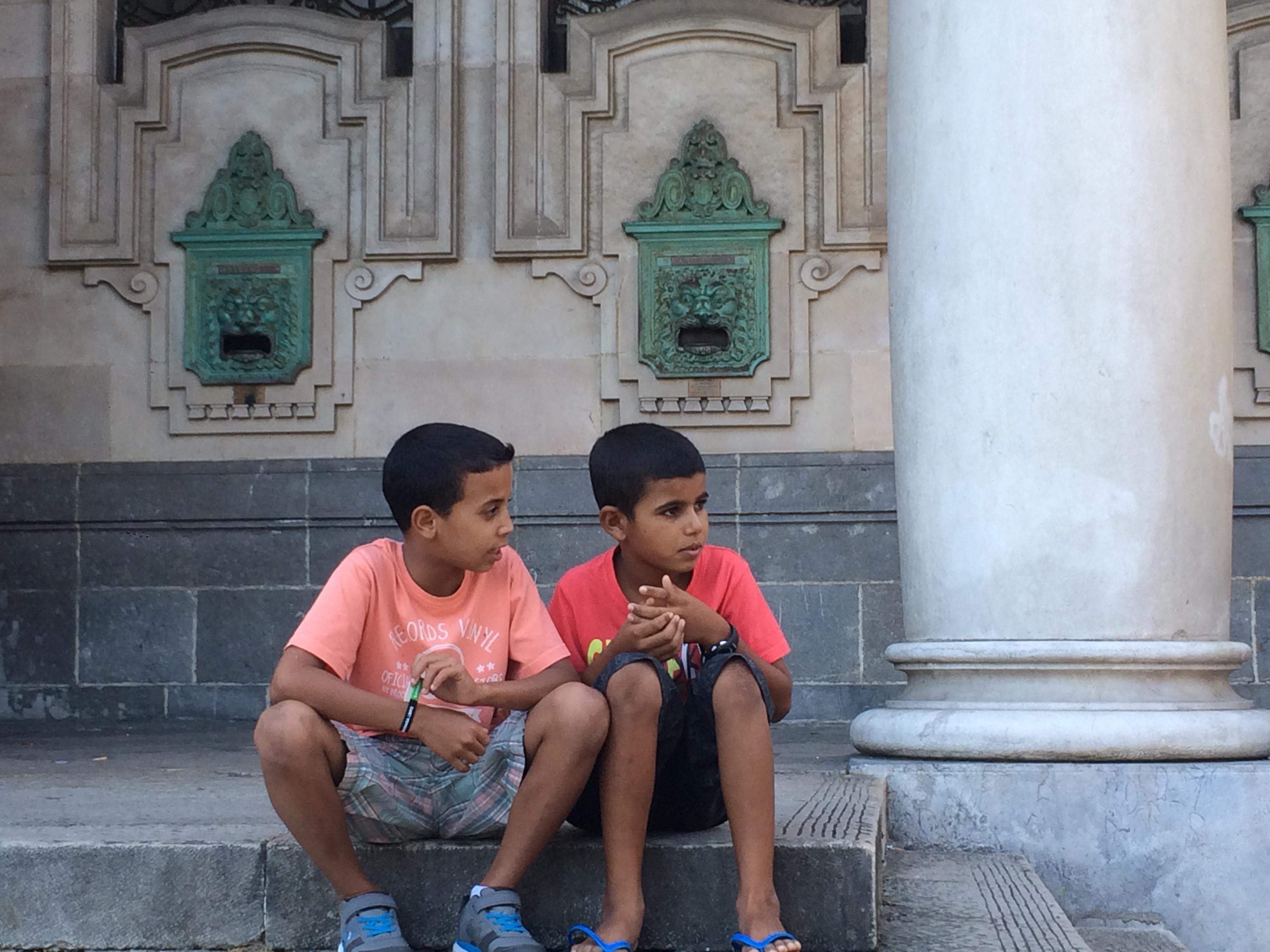 Dos niños saharauis en la concentración