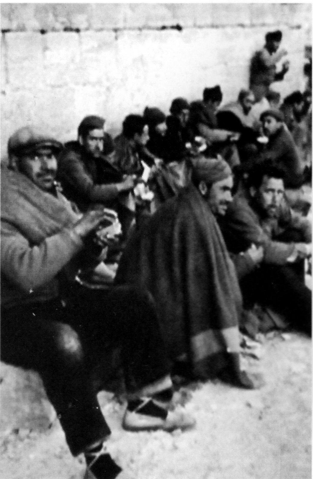Presos republicanos en el campo de concentración de La Magdalena