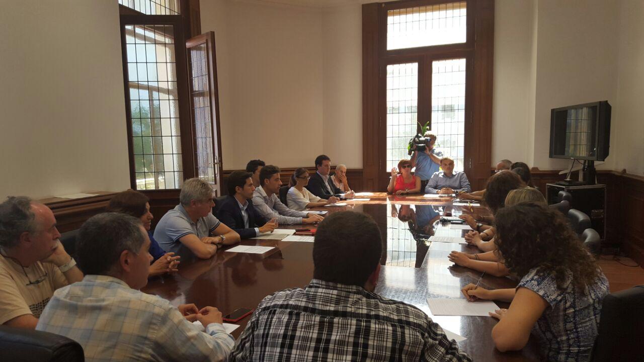Los partidos de la oposición se reunieron con los vecinos del Pilón y han presentado varias mociones que no han salido adelante pese a contar con mayoría en el pleno.