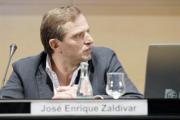 José Enrique Zaldivar en una conferencia.