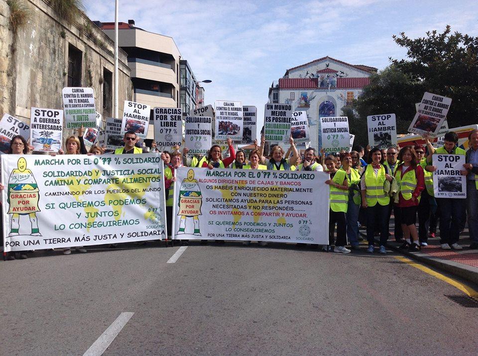 Participantes de la marcha solidaria.