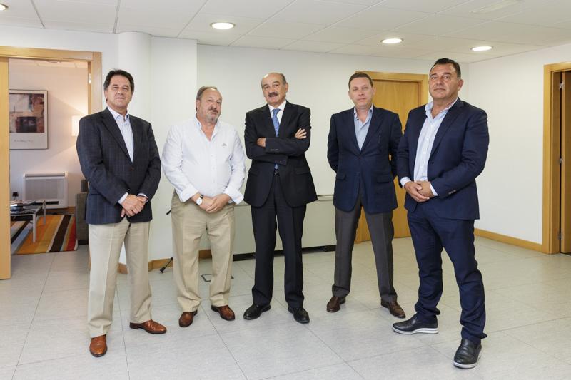 El consejero de Obras Públicas con representantes de la Asociación de Constructores