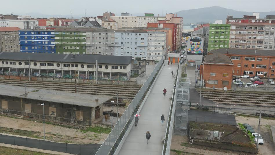 Pasarela entre la calle Alta y Castilla Hermida, cosntruida por SADISA y supervisada por Quirós