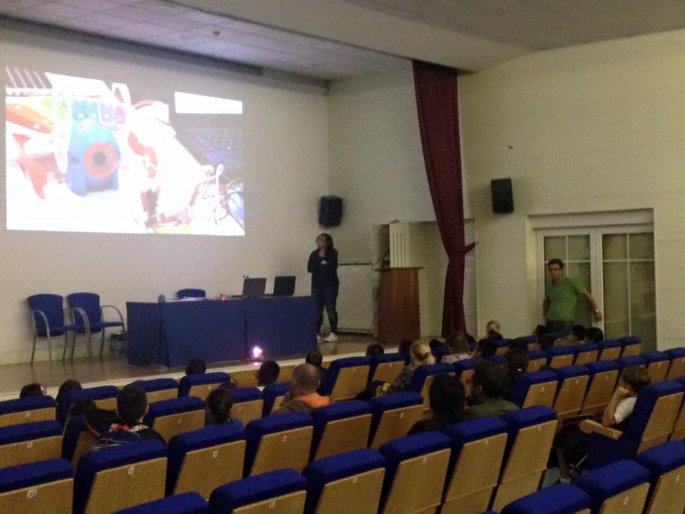 Con Más Futuro hacen charlas y demostraciones en colegios