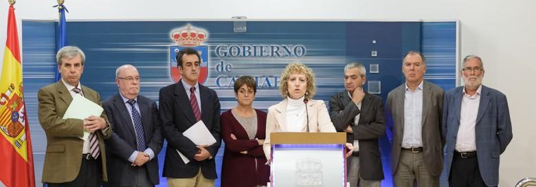 Eva Díaz Tezanos junto a los componentes de la Mesa del Diálogo Social.