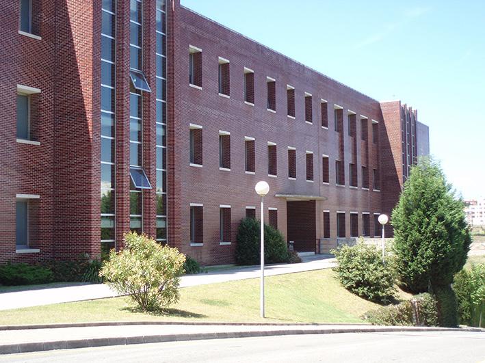 Facultad de derecho de la UC, donde se desarrollará el curso.