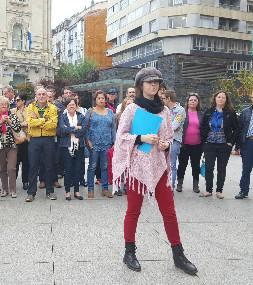 Belén Madrazo, portavoz de la plataforma, junto al resto de vecinos.