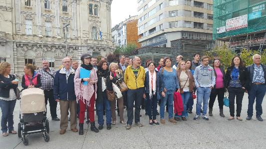 Vecinos del Pilón y Prado San Roque acompañados por concejales del PSOE, Ganemos e Izquierda Unida.