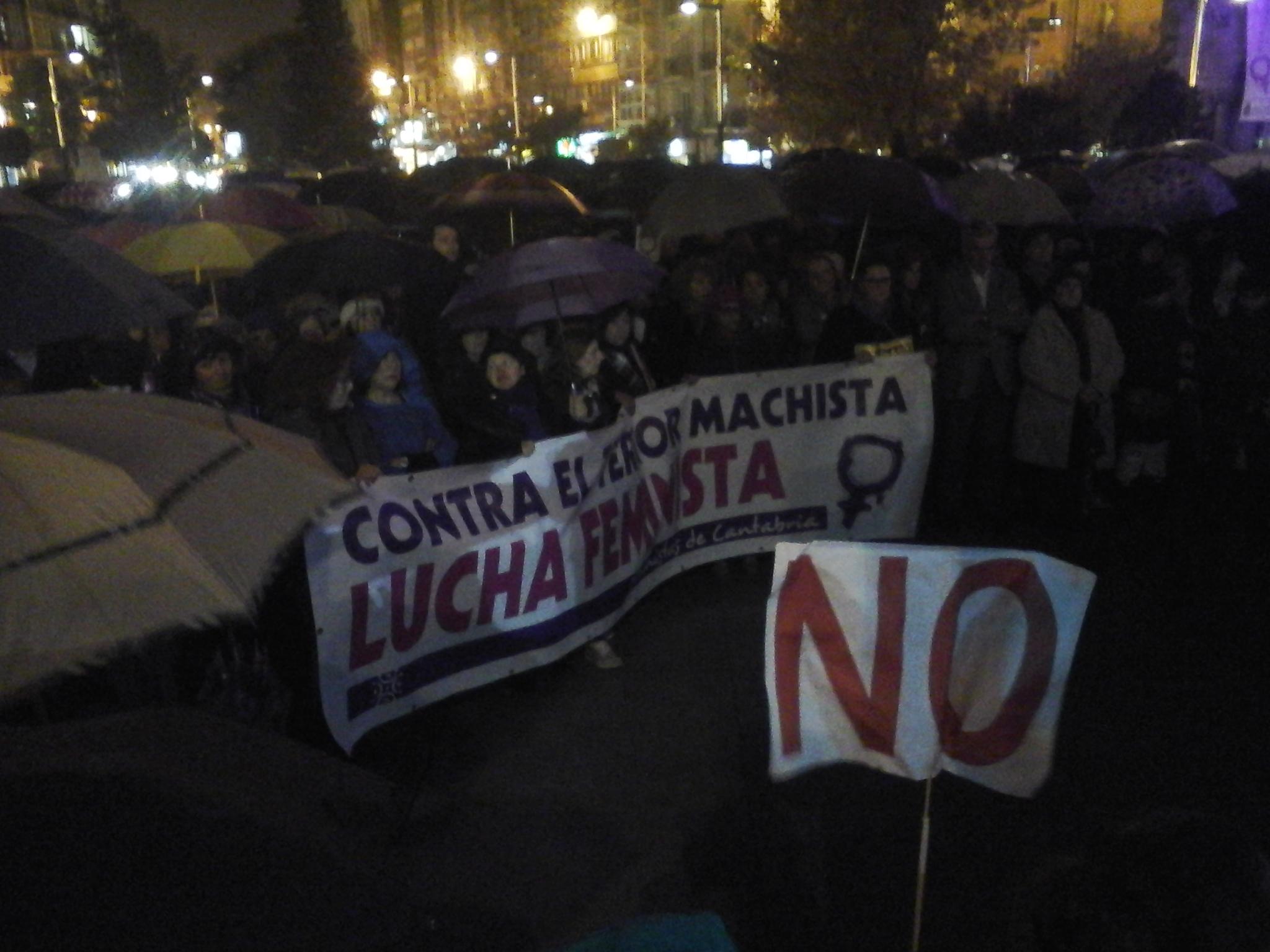 Manifestantes en la Plaza del Ayuntamiento