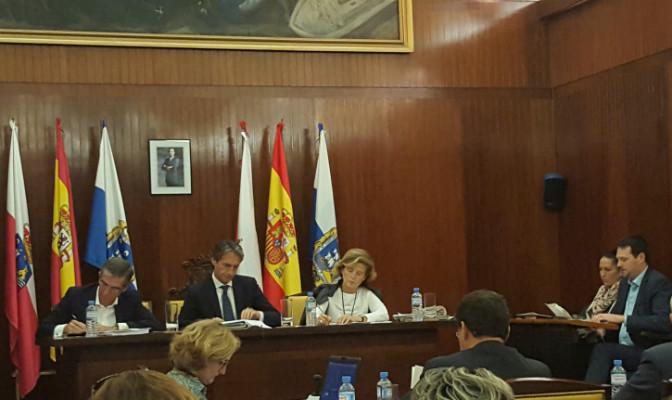 Iñigo de la Serna flanqueado por César Díaz y Ana María González Pescador.