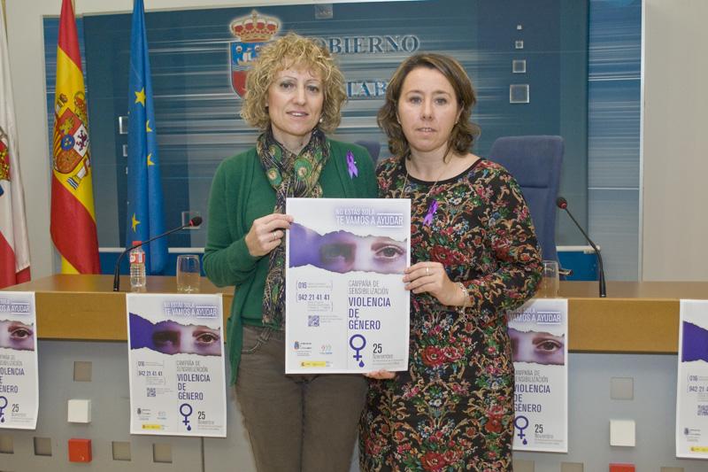 Díaz Tezanos y Alicia Renedo con el cartel del Dia Internacional de la Eliminación de la Violencia contra la Mujer. Foto: Héctor Herrero y Tania Molinero.