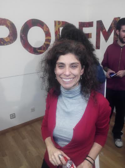 La diputada electa Rosana Alonso, celebrando el resultado de Podemos en Cantabria
