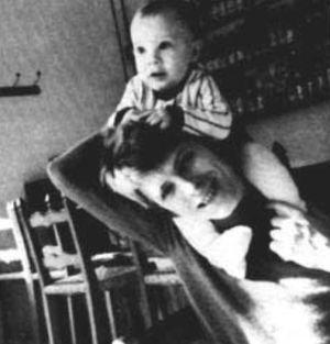 David Bowie y su hijo Duncan.