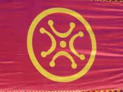 Un lábaru con diseño circular alrededor del símbolo.